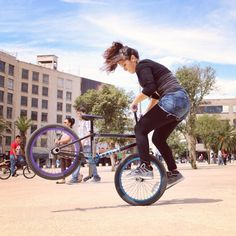 Bmx Flatland, Bmx Cycles, Gt Bmx, Road Mountain Bike, Bmx Freestyle, Cycling Girls, Bicycle Girl, Skate Park, Girls In Love