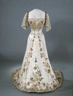 Gala dress of Queen Maude of Norway ca. 1906  Can I have this woman's entire wardrobe? Please? Pretty please?