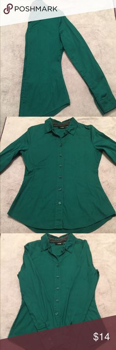 Button up shirt EUC. Only worn once.  Forest green.  97% cotton 3% polyester.  Great for work paired with black or grey slacks or skirt. Apt. 9 Tops Button Down Shirts