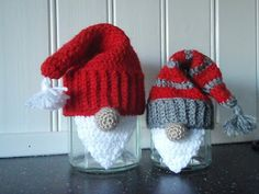 Santa covers for jars - unique presentation for jam/pickles etc Holiday Crochet, Crochet Home, Diy Crochet, Crochet Crafts, Christmas Yarn, Christmas Knitting, Christmas Projects, Christmas Wrapping, Knitting Projects