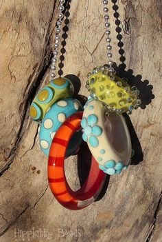 Sweet Repeats Assorted Lampwork Rings on Chain von hippkittybeads
