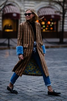 Amazing street style Outfit Blue and brown Street Style 2018, Street Chic, Street Style Women, Style Outfits, Mode Inspiration, Casual Chic, Autumn Winter Fashion, Winter Outfits, My Style