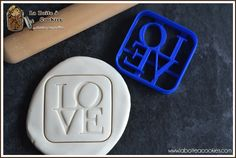 Love is in the air.... Emporte-pièce LOVE - Cookie cutter LOVE - LaBoiteACookies.com