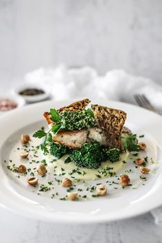 Crispy skin barramundi, cauliflower leek puree, broccolini and lemon gremolata – temptation for food – Cook It Valentine's Day Food Fish Recipes, Seafood Recipes, Gourmet Recipes, Cooking Recipes, Gourmet Desserts, Plated Desserts, Fish Dishes, Seafood Dishes, Barramundi Recipes