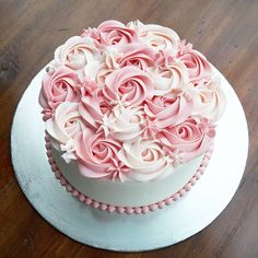 Birthday Cupcakes For Women Pink Ideas Cake Decorating Piping, Cake Decorating Designs, Birthday Cake Decorating, Cake Decorating Techniques, Cookie Decorating, Buttercream Cake Designs, Buttercream Flower Cake, Frosting, Birthday Cupcakes For Women