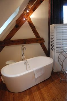 Douche italienne et baignoire dans petite salle de bain for Salle de bain pop