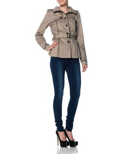 Such a cute trenchcoat from Vero Moda. Great look !