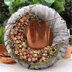 autumn – World of Flowers Burlap Flower Wreaths, Fall Wreaths, Door Wreaths, Christmas Wreaths, Floral Wreath, Christmas Decorations, Christmas Ornaments, Arte Floral, How To Make Wreaths