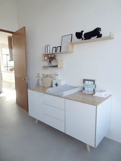 plank boven commode