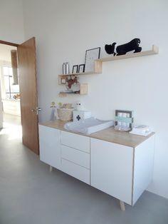 Inmiddels zit ik in week 33 van mijn zwangerschap en de babykamer is ready!!! Ik woon samen met Pascal Riksman, hij heeft al jaren zijn eigen bedrijven, een daarvan is pride at Work (www.prideatwork.nl), wij houden ons bezig met project, interieur, design & events.