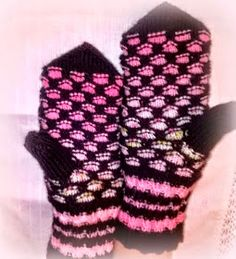 Arkimamman Arkiralli: Mummi kutoo hunajaa Knit Mittens, Knitting Socks, Slipper Boots, Art Nouveau, Knit Crochet, Gloves, Knits, Crocheting, Patterns