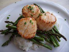 Scallops with Cauliflower Puree andAsparagus