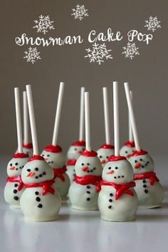 42 Best Christmas Desserts - Recipes and Christmas Treats to Try this Year! - Best Christmas Desserts - Recipes and Christmas Treats to Try this Year! Snowman Cake Pops - Best Christmas Desserts - Recipes and Christmas Treats. Christmas Popcorn, Best Christmas Desserts, Christmas Cake Pops, Christmas Cooking, Noel Christmas, Christmas Goodies, Simple Christmas, Holiday Treats, Christmas Parties