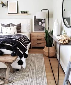 30 Gorgeous Bedrooms That You Can Totally Recreate At Home - Home - Bedroom Decor Dream Bedroom, Home Bedroom, Bedroom Wall, Bench In Bedroom, Tiny Master Bedroom, Bedroom Furniture, In The Bedroom, Bedroom With White Walls, Cozy White Bedroom