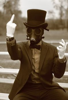 Image de gas mask and middle finger Gas Mask Art, Masks Art, Gas Masks, Dark Photography, Psycho Photography, The Villain, Dieselpunk, Steampunk, Cosplay