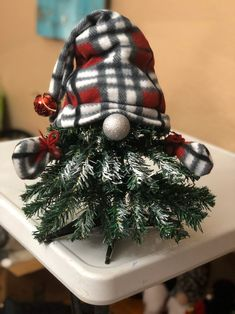 Cute Christmas tree gnome with silver nose Easy Christmas Crafts, Christmas Gnome, Diy Christmas Ornaments, Homemade Christmas, Rustic Christmas, Christmas Projects, All Things Christmas, Christmas Tree Decorations, Christmas Holidays