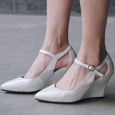 Material:Leather Heel Height:9cm Platform Height:≤1cm
