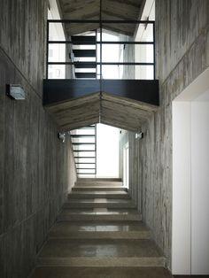 Concrete interior walls at The Takanawa House, Tokyo by Hiroyuki Ito of O.F.D.A.,
