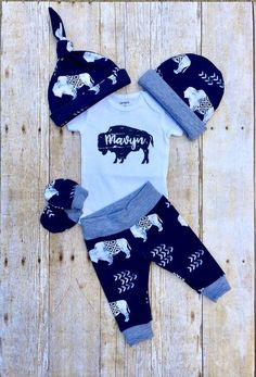 Baby Boys Coming Home Outfit, Buffalo Personalized Baby Boy Outfit, Bison Newborn Boy Set, Baby Shower Gift, Baby Boy Layette and Hat Set naissance part naissance bebe faire part felicitation baby boy clothes girl tips Baby Boys, Baby Girl Names, Baby Boy Gifts, Baby Shower Gifts, Boy Names, Newborn Boy Clothes, Cute Baby Clothes, Boy Newborn, Coming Home Outfit