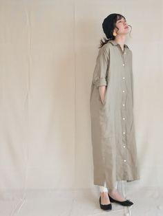 """Im Frühling ist \""""Nudy one tone\"""" eine natürliche Sensation und Erscheinung - なひれきょ Im Frühling ist \""""Nudy one tone\"""" eine natürliche Sensation und Erscheinung - なひれきょ Linen Dresses, Modest Dresses, Casual Dresses, Casual Outfits, Muslim Fashion, Modest Fashion, Hijab Fashion, Fashion Outfits, Japanese Fashion"""