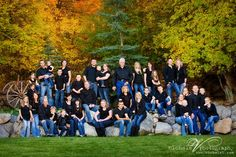 Giant family portrait - posing tons of people in small groups - Nichole Van