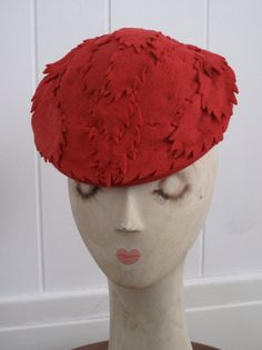 0aa9811a0bf Such a fabulously well suited vintage felt hat for autumn.  red  leaves