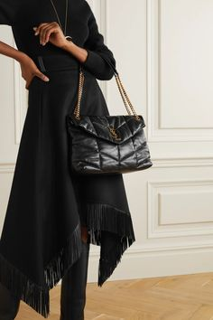 Black Quilted Bag, Quilted Leather, Simple Outfits, Cute Outfits, Beautiful Outfits, Trendy Outfits, Beautiful Bags, Girl Outfits, Saint Laurent Boots