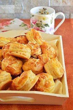 Gabriella's Adventures in the Kitchen :): Vrstvený jogurt a syrový koláč Hungarian Desserts, Hungarian Cuisine, Hungarian Recipes, My Recipes, Dessert Recipes, Cooking Recipes, Favorite Recipes, Savory Pastry, Savory Snacks