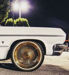 White and Gold. Rims And Tires, Rims For Cars, Dayton Rims, Vintage Cars, Antique Cars, Donk Cars, Gold Wheels, Cadillac Fleetwood, Chevy Impala