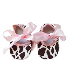 Brown & Pink Giraffe Booties - these are adorable and perfect to give as a baby gift.