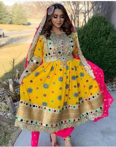 Indian Long Dress, Dress Indian Style, Pakistani Wedding Outfits, Indian Bridal Outfits, Tribal Fashion, Indian Fashion, Afghani Clothes, Afghan Girl, Rajputi Dress