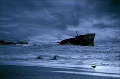 HELDER BARROS: Cidade do Porto - No dia 29 de Janeiro de 1975, pelas 12.35, o petroleiro Jacob Maersk, de pavilhão dinamarquês, carregado com 80.000 toneladas de petróleo proveniente do Irão, encalhou num banco de areia junto ao Porto de Leixões, em frente do Castelo do Queijo!
