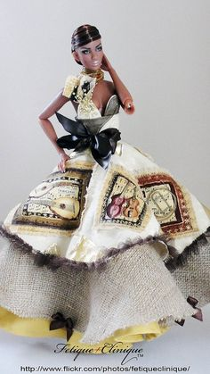 I really like th dress on this doll!