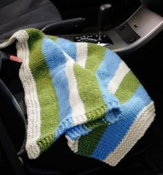 Free Knitting Pattern: Compact Car Blanket ~ Lion Brand Yarn. Use for kids sporting events, etc.