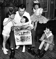 John Wayne with the children from his first marriage to Josephine Saenz / Michael, Mary Antonia 'Toni', Patrick and Melinda (December 20, 1942)
