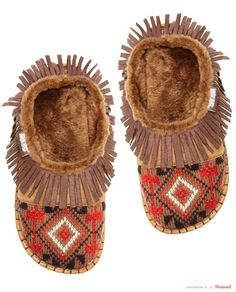Muk Luks Fringe Slippers - I so want a pair of these as my house slippers, soo comfy Little Fashion, Boy Fashion, Country Girl Style, My Style, Native American Crafts, Cowboys And Indians, Classic Outfits, Cute Outfits, Southwestern Style