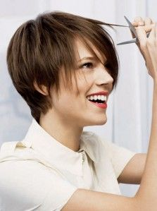 Great cut for growing out my pixie. - Freja Beha