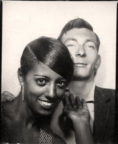 Couple's smiley pose in the photo booth. Vintage Couples, Cute Couples, Vintage Pictures, Vintage Images, Black Woman White Man, Black And White, Selfies, Afro, Vintage Magazine