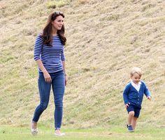 Katalin alakjára György is ügyel, a kis herceg után ugyanis egyre többet rohangál édesanyja