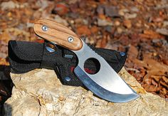 Small survival knife, sheath, stone. Survival Gear List, Survival Knife, Cool Knives, Knives And Swords, Die By The Sword, Bug Out Gear, Man Crafts, Best Pocket Knife, Edc Knife