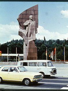 Lenin-Denkmal an der damaligen Leninallee (heute Landsberger Allee)