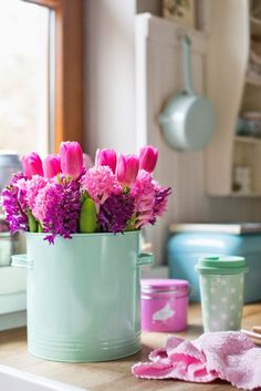 Spring flowers to bright up your kitchen