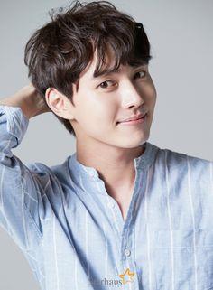 Actor Lee Tae-ri (formerly Lee Min-ho-I) is starring in the drama 'Coffee, Do Me a Favor'. Asian Actors, Korean Actors, Lee Jong Suk Hot, Korean Entertainment News, Kdrama Actors, Japanese Men, Flower Boys, Korean Artist, Korean Celebrities