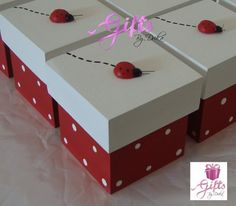 **** Lembrancinha: Caixinha Decorada com Aplique de Joaninha. Decoupage Vintage, Ladybug Party, Tea Box, Class Decoration, Christmas Bags, Craft Box, Home And Deco, Box Design, Birthday Party Decorations