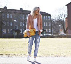 Cuffed boyfriend jeans, sneakers, classic white t, blazer and fab purse.  Adorable.