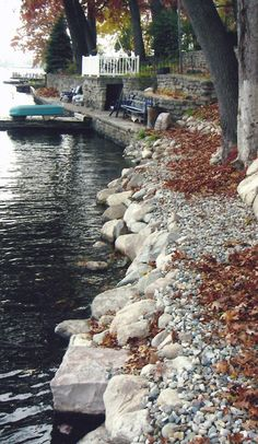 Mixing smaller decorative stones with large boulders give this seawall a rustic and natural feel.