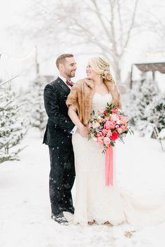 Fur Wrap Wedding, Winter Wedding Fur, Winter Wedding Bridesmaids, Elegant Winter Wedding, Winter Bride, Winter Wonderland Wedding, Brides And Bridesmaids, Vintage Fur, Vintage Bridal