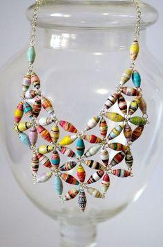bijuteria de papel reciclado                                                                                                                                                      Mais Paper Bead Jewelry, Beaded Jewelry, Handmade Jewelry, Quilling Jewelry, Paper Quilling, Metal Jewelry, Silver Jewelry, Bead Crafts, Jewelry Crafts