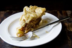 Pear and Pecan Pie | http://biscuitsandsuch.com/2014/01/28/pear-pecan-pie/
