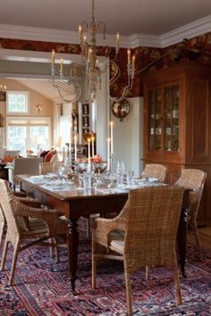 one of my favorites from sarah richardson - the farmhouse dining room. Want that rug.